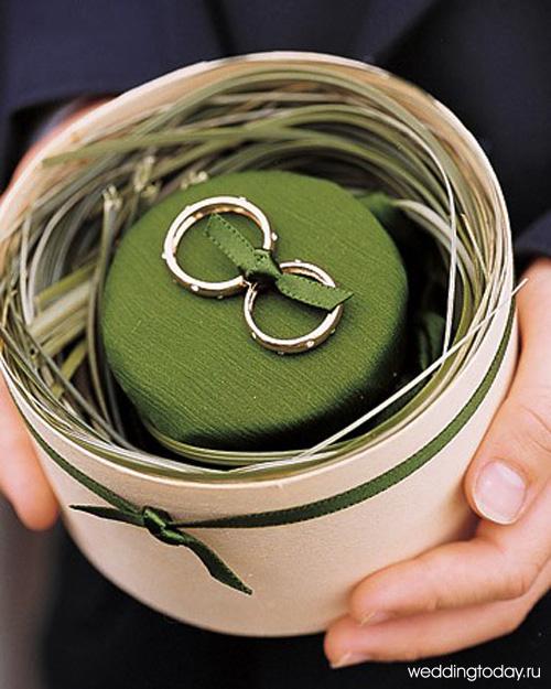 Прекрасные свадебные кольца с мелкими