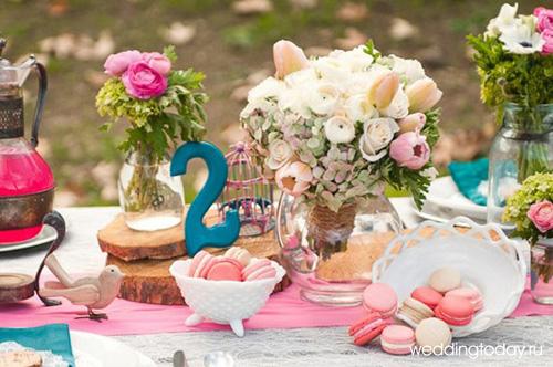 Свадебная флористика играет огромную роль в свадебном оформлении. Цветы преобразят любое помещение, а воздуху придадут приятный свежий аромат