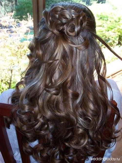 Причёска на последний звонок на длинные волосы
