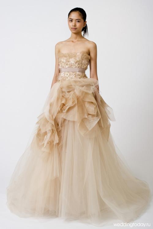 Свадебным платьям Веры Вонг отдают предпочтения не только обычные невесты, но и звёзды. Мягкие линии и воздушные юбки, состоящие и з множества лепестков