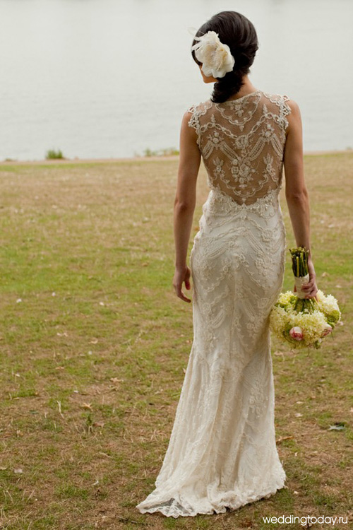 Красивое свадебное платье с открытой кружевной спиной (фото выше